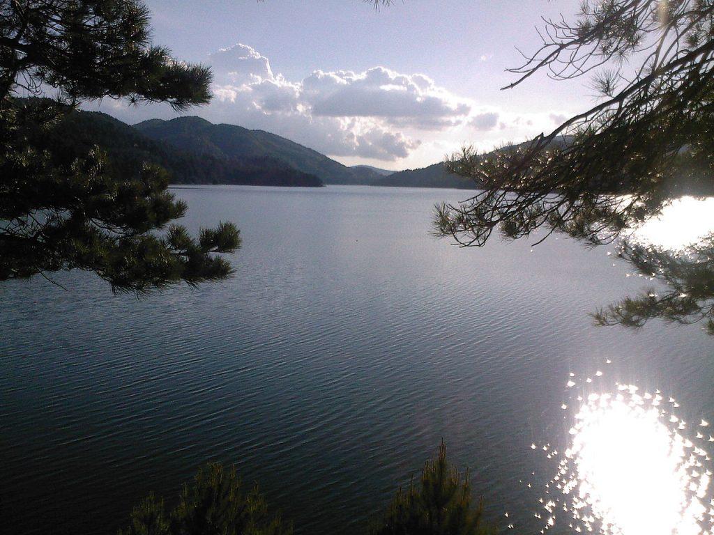 Il Lago Ampollino, all'interno del Parco Naturale della Sila