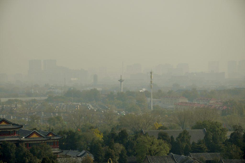 Droni antinquinamento e aria in barattolo in Cina