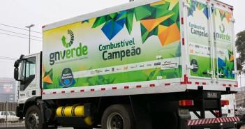 Un mezzo ecologico dell'Iveco destinato alla raccolta dei rifiuti umidi nella città di Porto Alegre