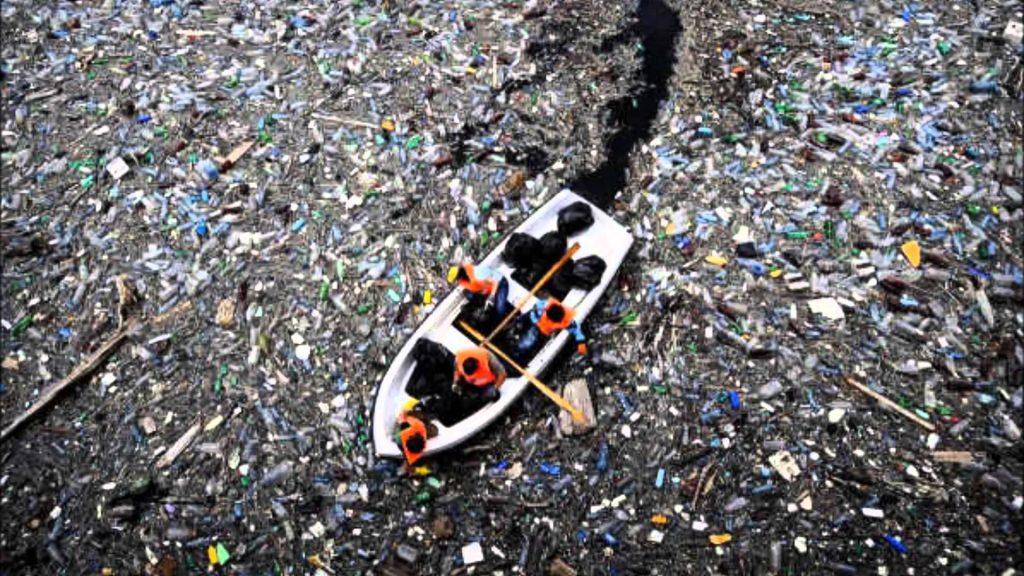 Un'isola di rifiuti nell'Oceano Pacifico