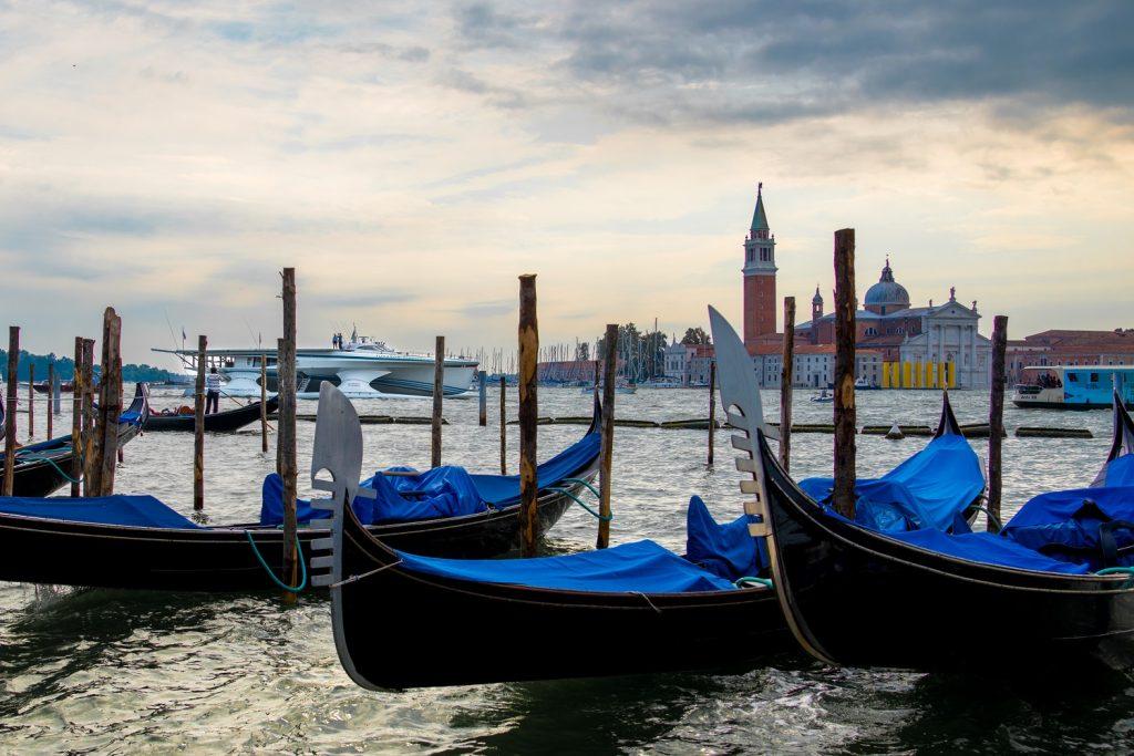 La nave fotovoltaica Planet Solar ormeggiata a Venezia