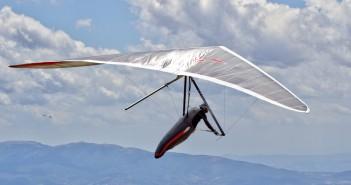 Un deltaplano in volo