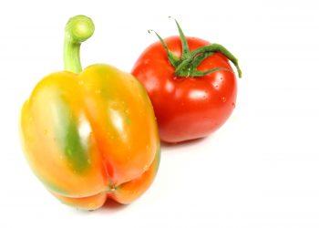 Un peperone e un pomodoro