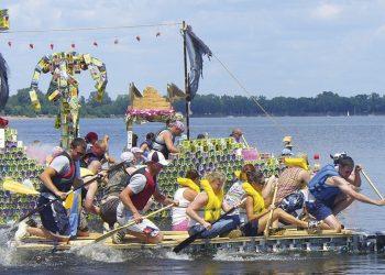 Una delle imbarcazioni che hanno partecipato alla Re Boat Race