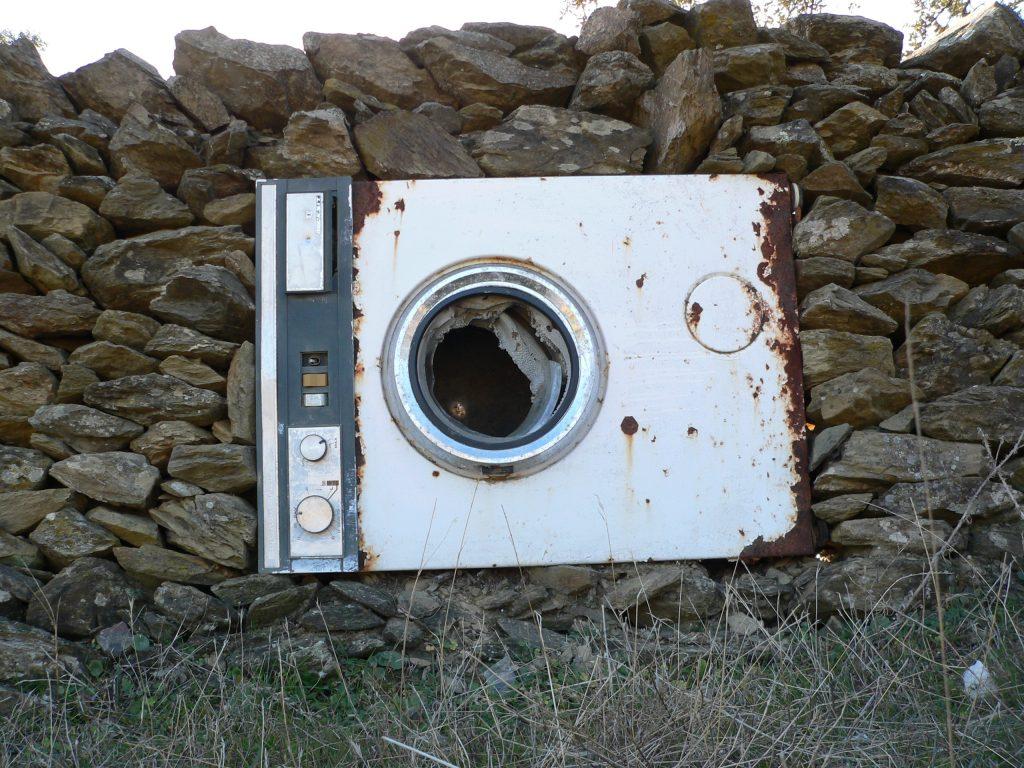 Una lavatrice abbandonata