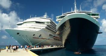 Due navi da crociera ormeggiate