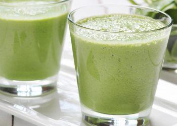 Frullati preparati con verdure a foglie verde