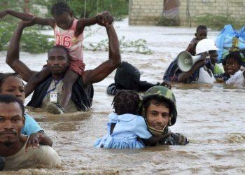 Una paese tropicale durante un'alluvione