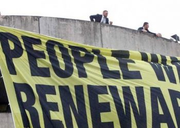 Gli attivisti di Greenpeace durante il blitz