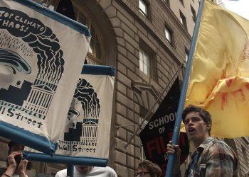 I manifestanti di Flood Wall Street