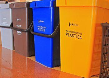 Secchi per la raccolta differenziata (foto: www.marsicalive.it)