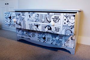 Una cassettiera decorata con la tecnica del decoupage (foto: http://www.katiefrench.co.uk/)