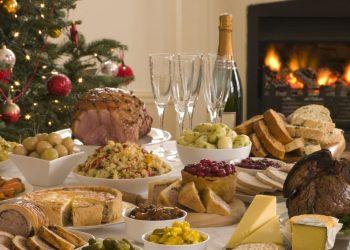 Un tavolo imbandito per il Natale (foto fa pianetadonna.it)