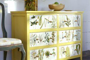 Una cassettiera decorata con la tecnica del decoupage (foto: http://www.marthastewart.com/)