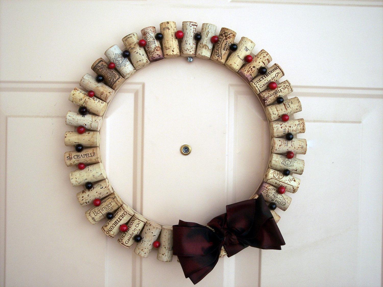 Ghirlanda di Natale realizzata con tappi di sughero (foto: etsystatic.com)