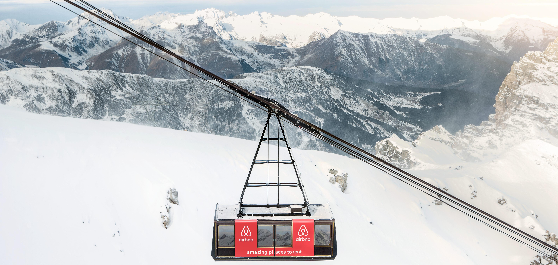 Sulle alpi francesi la cabina della funivia extralusso for L hotel della cabina islanda
