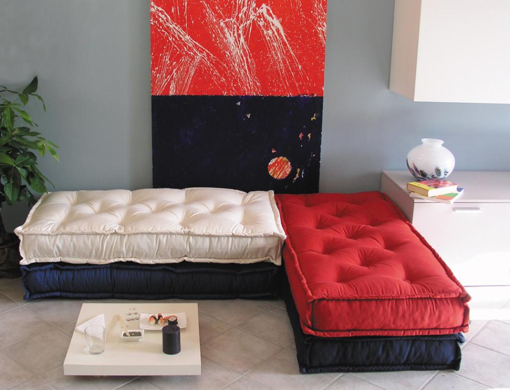 Vecchi materassi diventano divani (www.acasadiro.com)