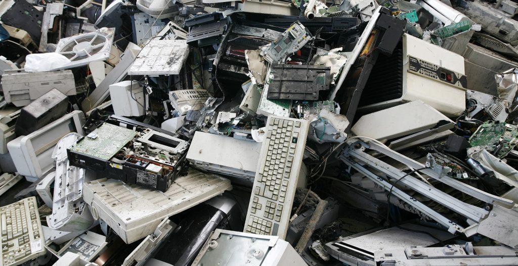 Rifiuti elettronici, classificati in Europa come RAEE (foto: lampadinaccesa.files.wordpress.com)