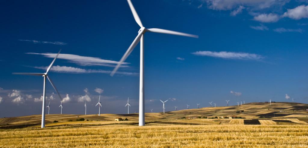 Un impianto per la produzione di energia eolica (foto: www.improntaunika.it)