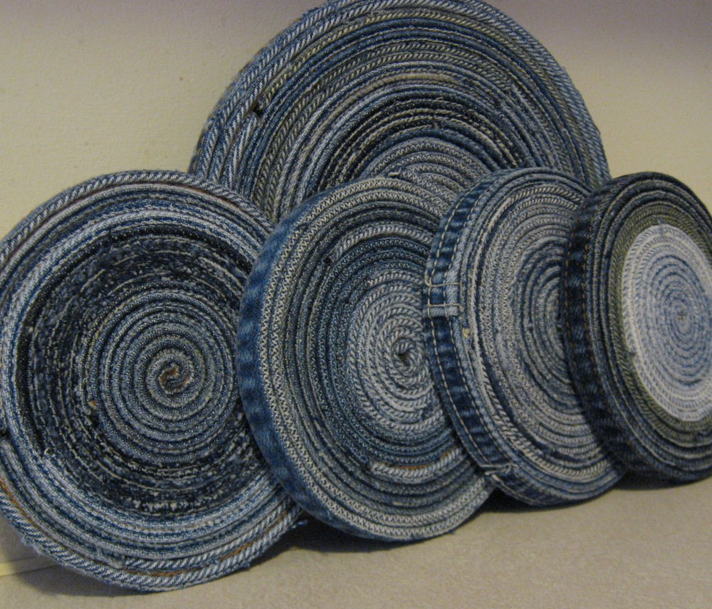 Un sottopentola realizzato con vecchi jeans (foto: etsystatic.com)