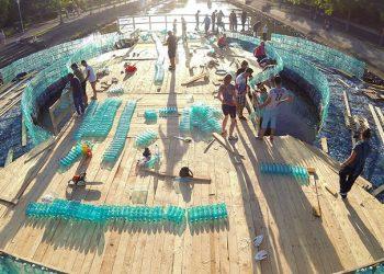 Il ponte in plastica realizzato a TImisoara (foto: http://www.dronestagr.am/)