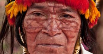 Un indiano della tribù Achuar (foto: amazonwatch.org)