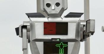 Uno dei robot che in Congo dirigono il traffico (foto: http://www.dailyslave.com/)