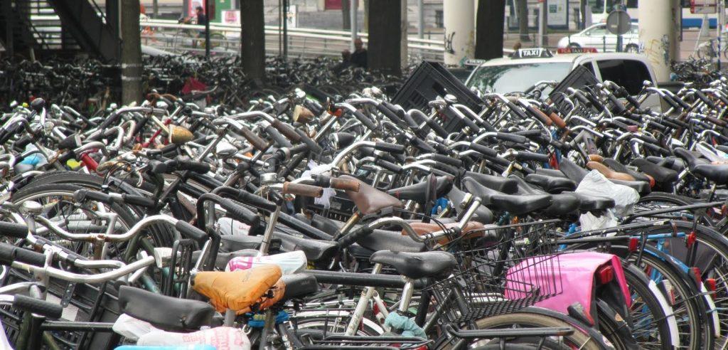 Biciclette parcheggiate (foto: http://1.bp.blogspot.com/)