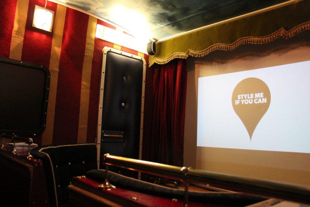 Sol Cinema, la sala per proiezioni dentro una roulotte