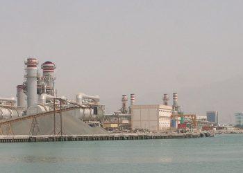 Un impianto di dissalazione negli Emirati Arabi (foto: wikipedia)