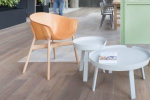 I mobili ricavati da vecchi barili del petrolio di The Urbanite Home (foto: www.uvurbanite.com)
