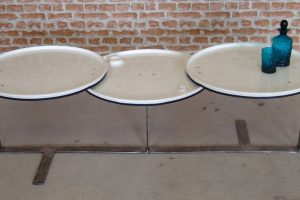 I mobili ricavati da vecchi barili del petrolio di The Urbanite Home (foto: www.creativeclerkenwell.com)