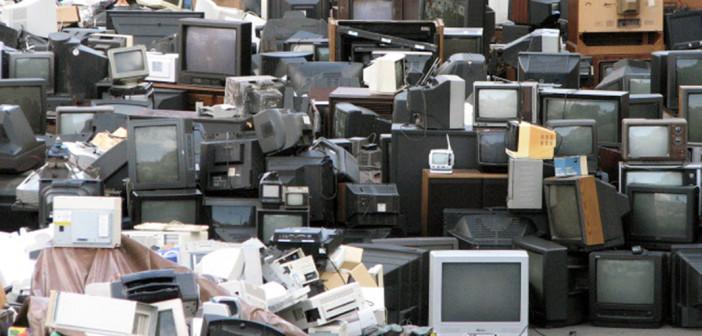 Una montagna di vecchi televisori (foto: www.greencitizen.com)