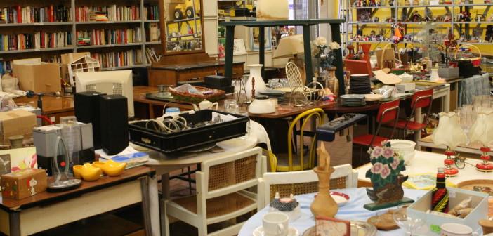 Un mercatino dell'usato (foto: volontariatoarcore.files.wordpress.com)