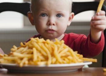 bambino-patatine-rischio-asma