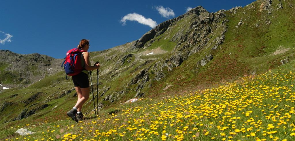 Un'escursionista in montagna (foto: http://www.hotelkristiania.it/)