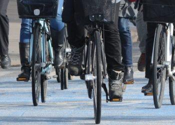 Alcune biciclette in una città (foto: ilreporter.it)