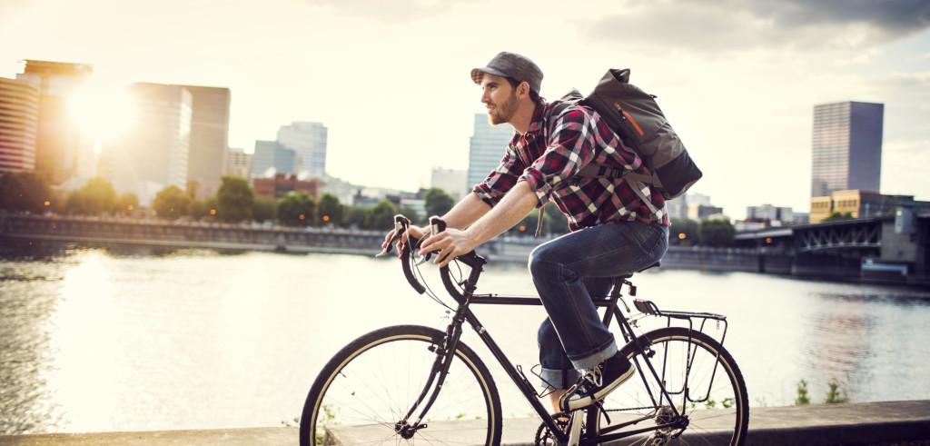 Ciclista in città (foto: funkyrunner.lefunkymamas.com)