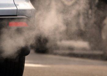 Le emissioni inquinanti di un'automobile (foto: notizie.tiscali.it)