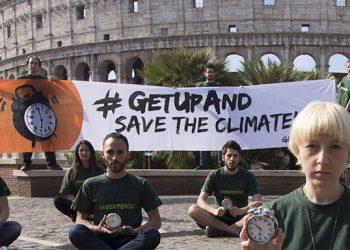 Alcuni partecipanti al flash mob davanti al Colosseo (foto: http://www.ninin.liguria.it/)