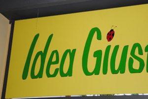 """L'esterno del negozio equo solidale """"Idea Giusta"""""""