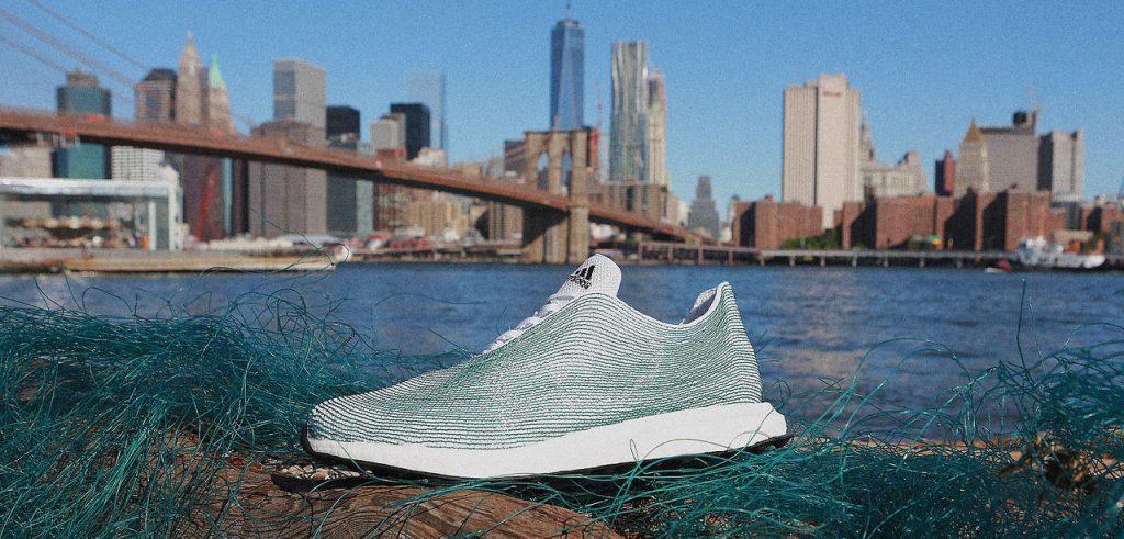 Le scarpe prodotte dall'Adidas a partire dalle vecchie reti da pesca (foto: www.fastcoexist.com)