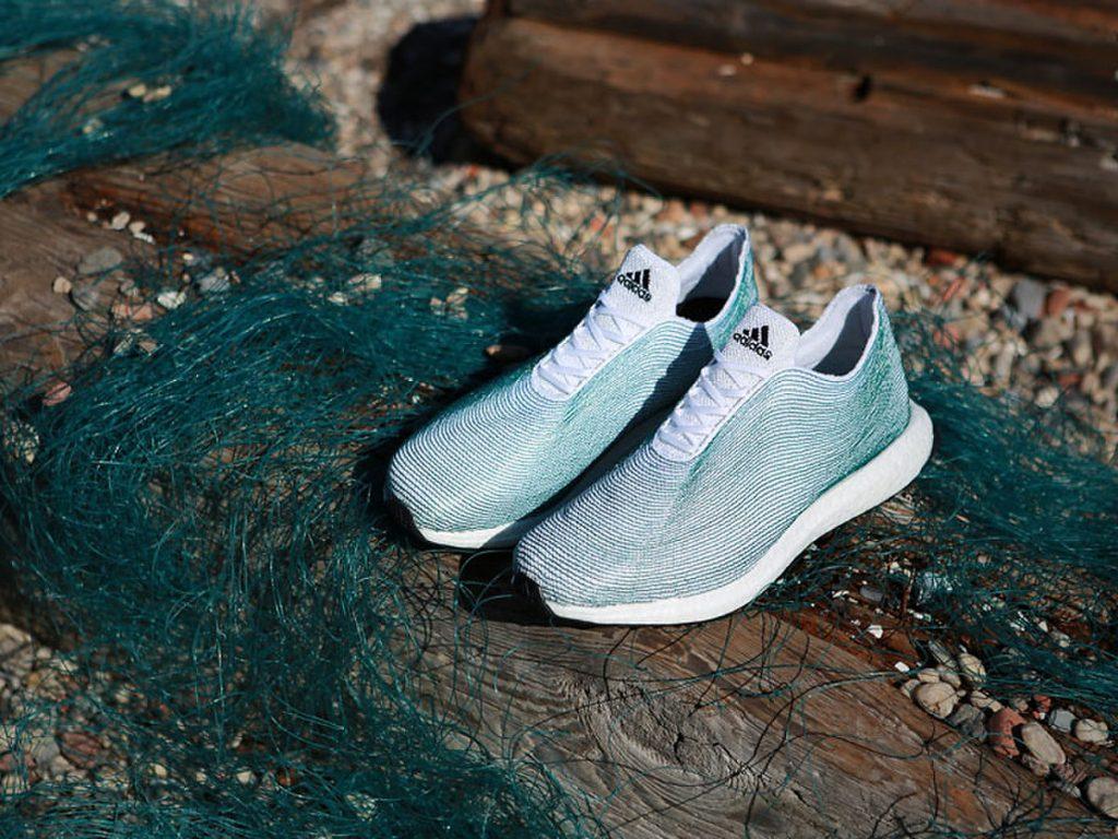 Le scarpe prodotte dall'Adidas a partire dalle vecchie reti da pesca (foto: magazine.good.is)