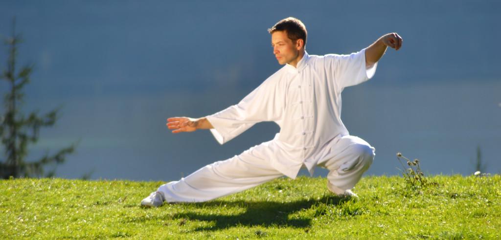 Un atleta impegnato in una sessione di tai chi (foto: drwilderman.com)