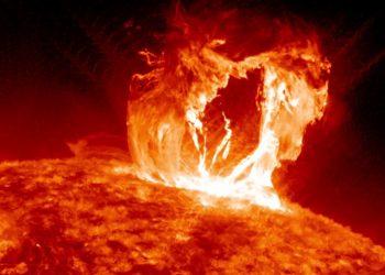 Una tempesta solare (foto: attraversololtre.blogspot.com)