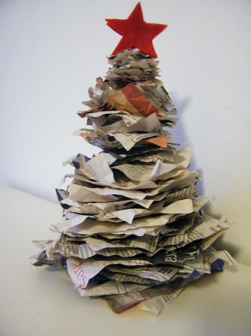 albero di natale fogli di giornale