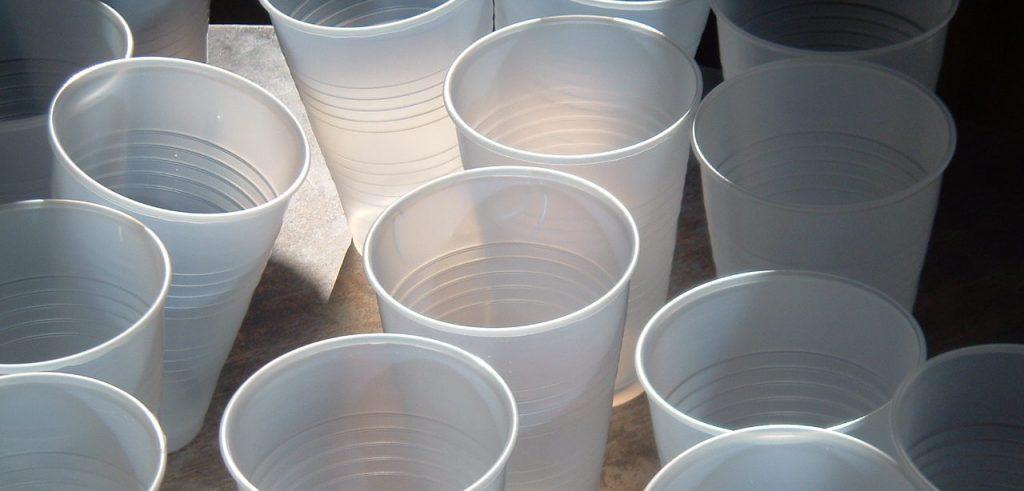Stoviglie di plastica