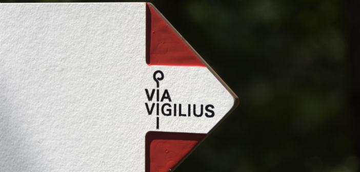 Un'indicazione per raggiungere il Vigilius Mountain Resort