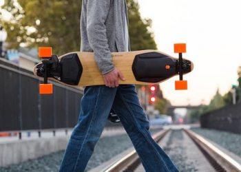 Skateboard elettrici: come si sta rivoluzionando il trasporto urbano sostenibile