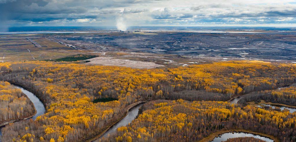 Impatto ambientale dell'industria petrolifera: il contributo del fotografo canadese Garth Lenz nella lotta all'inquinamento